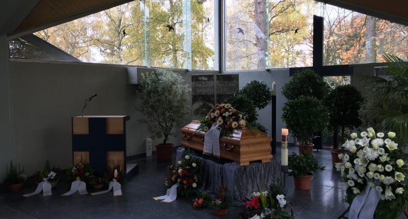 Okriftler_Trauerhalle